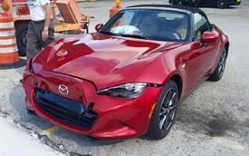 """Vừa ra khỏi đại lý, Mazda MX-5 2016 đã bị Ford F-150 """"hạ gục"""""""