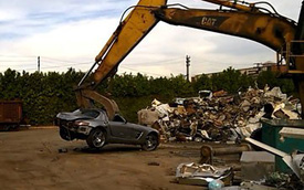 """Siêu xe cửa cánh chim Mercedes-Benz SLS AMG bị gầu máy xúc """"bóp nát"""""""