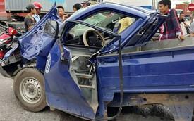 Ô tô tải nát bét vì bị kẹp giữa hai xe khách