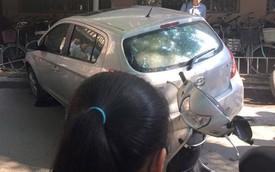 Nóng trong ngày: Phụ nữ lái ô tô lao vào nhà để xe của trường đại học