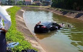 Nóng trong ngày: Xe Toyota Camry đón dâu lao xuống mương
