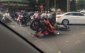 """Nóng trong ngày: Honda CBR150R """"chổng vó lên trời"""" tại Sài Gòn"""