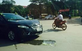 Bỏ chạy sau khi gây tai nạn, xe Kia đâm vào ô tô cưới Toyota Camry