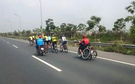 Nóng trong ngày: Đoàn đua xe đạp đi vào đường cao tốc Láng – Hòa Lạc