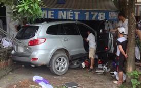 Va chạm với Mazda6 mới lấy biển, Hyundai Santa Fe đâm xuyên rạp cưới