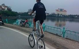 """Nóng trong ngày: Người đàn ông đạp xe """"kiểu Úc"""" tại Hà Nội"""