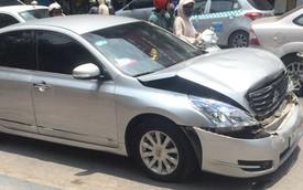 Lái Nissan Teana húc vào đuôi Mercedes-Benz GL, tài xế định bỏ chạy