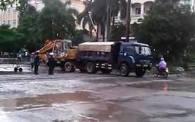 """Phú Thọ: Ô tô tải """"cứu"""" máy xúc khỏi tai nạn tàu hỏa"""