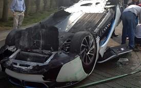 BMW i8 lật ngửa dưới tay một phóng viên ô tô
