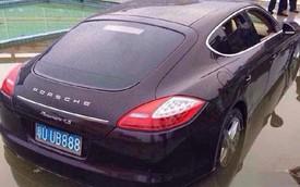 Xe sang Porsche Panamera lao xuống hồ trong ngày đầu năm