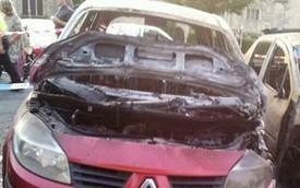 Nhờ đèn cảnh báo trên táp-lô, cặp đôi thoát chết cháy trong xe