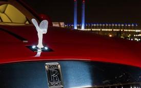 """SUV siêu sang của Rolls-Royce """"đứng giữa hai dòng nước"""""""