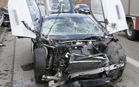Xe hybrid thể thao BMW i8 gặp tai nạn nghiêm trọng
