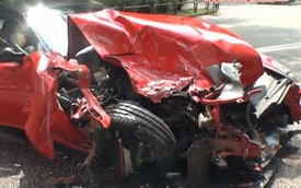 Siêu xe Ferrari 599 GTO tử nạn trên đường đi đua