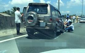 Chạy chậm để người lái xem tai nạn, Toyota bị SUV 7 chỗ húc đuôi