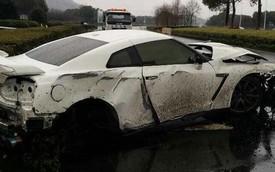 """Trời mưa, đường trơn, siêu xe Nissan GT-R thành """"sắt vụn"""""""