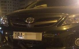Hà Nội: Toyota Corolla Altis bị xe taxi hất qua dải phân cách