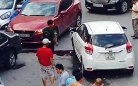 Hà Nội: Toyota Yaris lao sang làn đường đối diện, gây náo loạn đường phố