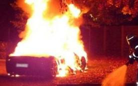 Thiếu gia thuê người đốt Ferrari 458 Italia để mua siêu xe mới