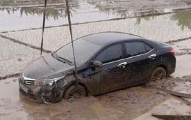 Ôtô liên tục lao xuống ruộng và mương trong những ngày sát Tết