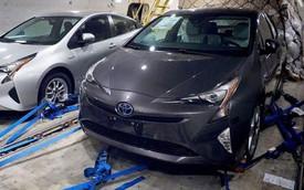 Toyota Prius 2016 bất ngờ lộ diện trần trụi trước ngày ra mắt