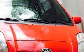 Hà Nội: Toyota Yaris bị ném đá vỡ kính, cư dân mạng bức xúc