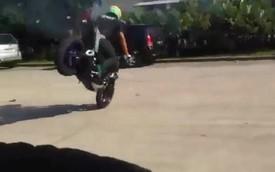 """Lộ video """"nóng"""" xe côn tay Yamaha MT-25 diễn stunt"""