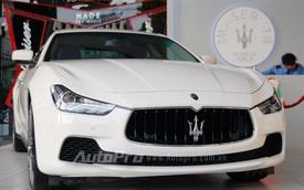 Bộ đôi xe sang Maserati được trưng bày giữa trung tâm Sài Gòn