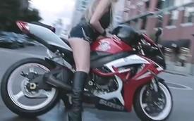 Nữ biker đốt lốp Suzuki GSX-R cực quyến rũ