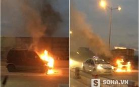 Ô tô đang đi bỗng nhiên bốc cháy dữ dội trên cầu Thanh Trì