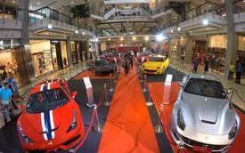 Lóa mắt với dàn siêu xe Ferrari tụ họp tại trung tâm mua sắm
