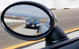 Bạn biết cách sử dụng gương chiếu hậu ô tô?