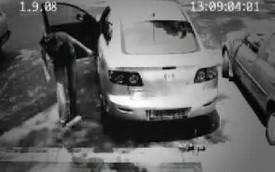 Chiêu ăn cắp xe ô tô cực nhanh của kẻ gian