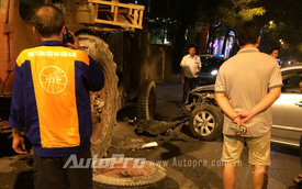 Hà Nội: Toyota Altis húc gẫy trục xe kéo trong đêm