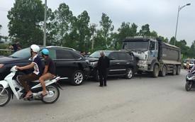 Hà Nội: 2 xe Lexus tiền tỉ gặp tai nạn liên hoàn