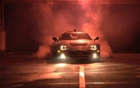"""Spyker C8 """"gào rú"""" và đốt lốp trong hầm gửi xe"""