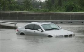 Các bước thoát khỏi một chiếc xe đang chìm