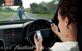 Tác hại khôn lường của việc vừa lái xe vừa sử dụng điện thoại di động