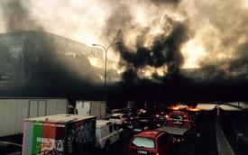 """Tài xế taxi """"khóa trái"""" thủ đô Paris, biểu tình chống Uber"""