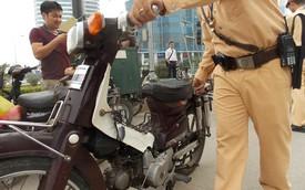 Hà Nội: Thu giữ hàng loạt xe máy cũ nát chạy trên đường