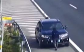 """Cách chống """"phạt nguội"""" có một không hai của người lái Lexus"""