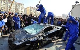 """""""Hành quyết"""" siêu xe - Cách đại gia Trung Quốc dằn mặt các đại lý ô tô"""