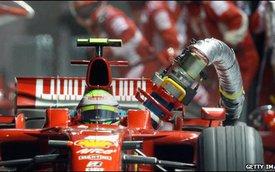 Xăng của xe đua công thức 1 khác xăng thường như thế nào?