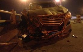 Xe Innova tông sinh viên văng xuống cầu Thanh Trì tử vong