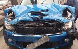MINI Cooper S không bung túi khí khi tông đuôi xe tải
