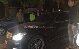 Hà Nội: người dân truy đuổi Mercedes-Benz gây tai nạn rồi bỏ chạy