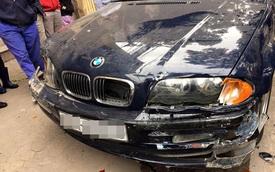Hà Nội: Thợ lái xe BMW của khách lao lên vỉa hè, đâm 2 ô tô