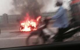 Hà Nội: Cháy xe máy giờ cao điểm gây ách tắc cầu Vĩnh Tuy