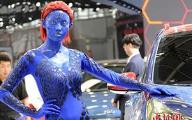 Chán sexy, người mẫu triển lãm hóa trang thành dị nhân Mystique