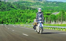 Nam thanh niên vượt 18.000 km đến Đức bằng Honda Super Cub